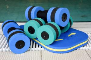 Aquafitness-Hanteln fr Training am Schwimmbeckenrand
